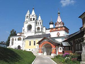 Саввино-Сторожевский монастырь. Троицкая церковь, звонница, трапезная.