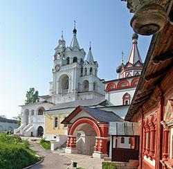 Троицкая церковь, звонница, трапезная. Фотография pravmir.ru