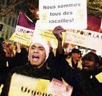 «Убирайтесь отсюда, это наша земля!». Массовые беспорядки в Париже в 2005 году.
