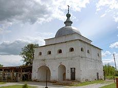 Ферапонтов монастырь под Можайском. Надвратная Церковь Преображения Господня.