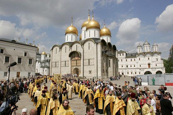 http://www.pravoslavie.ru/sas/image/patr-sluzhb-usp2.jpg