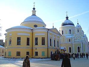 Первое, что бросается в глаза всем, кто оказывается на территории Покровского женского монастыря на Таганской улице...