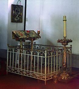 Могила иг. Марии (Тучковой) с сыном в построенной ею церкви в Спасо-Бородинском монастыре. Бородино. Фотография начала XX века С. М. Прокудина-Горского.