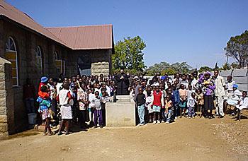 Крещение оглашенных у храма святого Августина 9 сентября 2006 г.