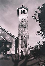 Собор свт. Николая в Кампале - единственный в стране православный храм с колокольней