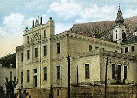 Здание митрополии и кафедральный собор в Мостаре